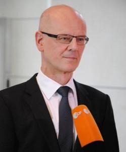 Der CDU-Politiker Siegfried Kauder will keine Gefängnisstrafe für Täter, die ihre Töchter in Deutschland genitalverstümmeln lassen. Seine Fraktion will dies politisch durchsetzen, indem sie unbedingt Bewährungsstrafen ermöglichen möchte...