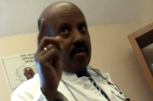 Mit versteckter Kamera war Dr. Ali Mao-Aweys gefilmt worden, wie er seine Hilfe bei der Verstümmelung zweier Mädchen anbot.