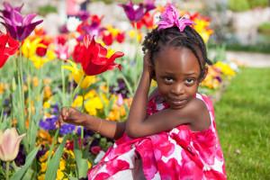 """Bis zu 50.000 Mädchen in Deutschland gelten als gefährdet, Opfer von Genitalverstümmelung zu werden. Generellen Schutz erhalten sie bislang nicht. Mit dem Notruf """"SOS FGM"""" setzen wir uns für wirksamen Schutz gefährdeter Mädchen ein."""
