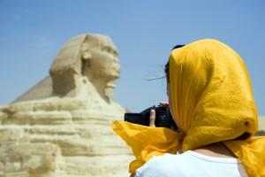 Mit 92% Verstümmelungsrate gehört Ägypten weiterhin zu den Ländern mit den meisten Opfern von Genitalverstümmelung. Und den meisten Tätern! Ist den deutschen Urlaubern tatsächlich bewusst, dass sie dort von 92% Gewalttätern umgeben sind, die ihre Töchter bestialisch verstümmeln? Will man wirklich in so einem Umfeld